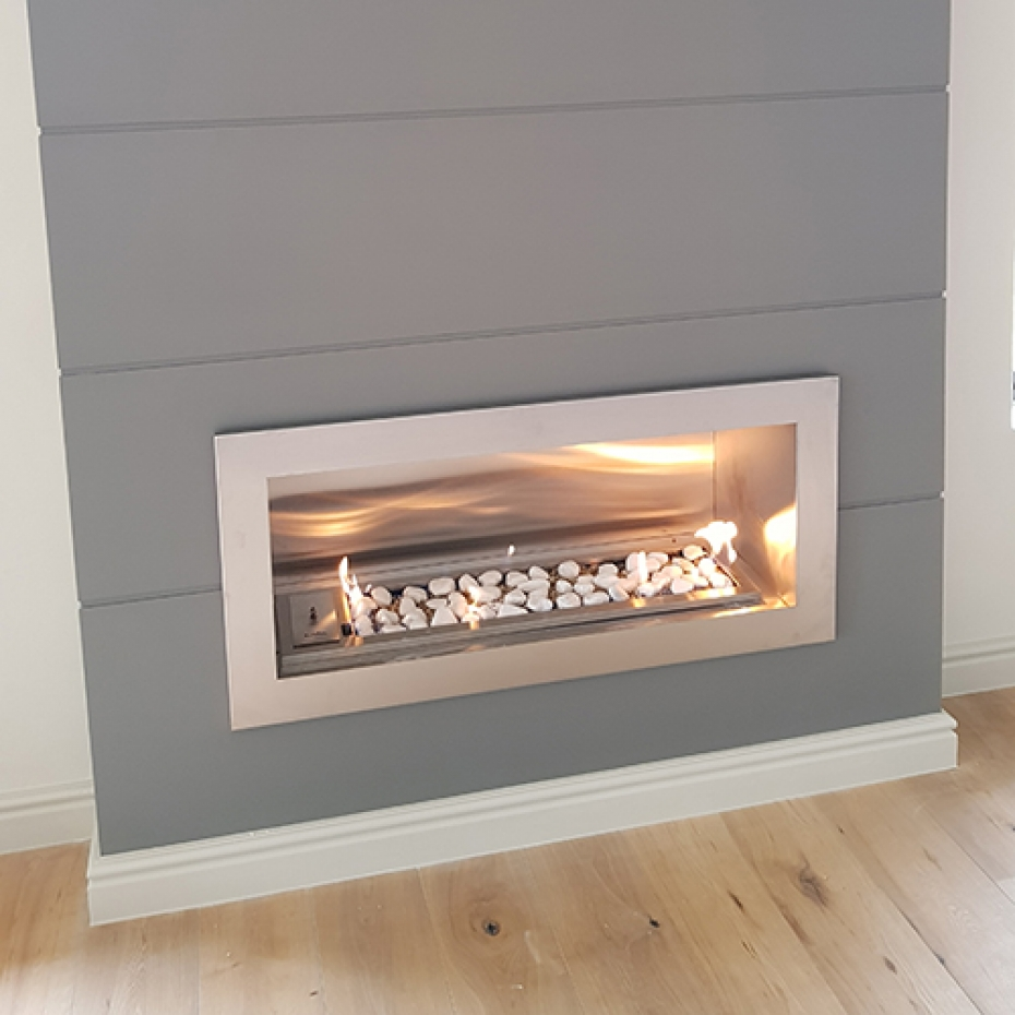 Built-in gas vent free fireplace