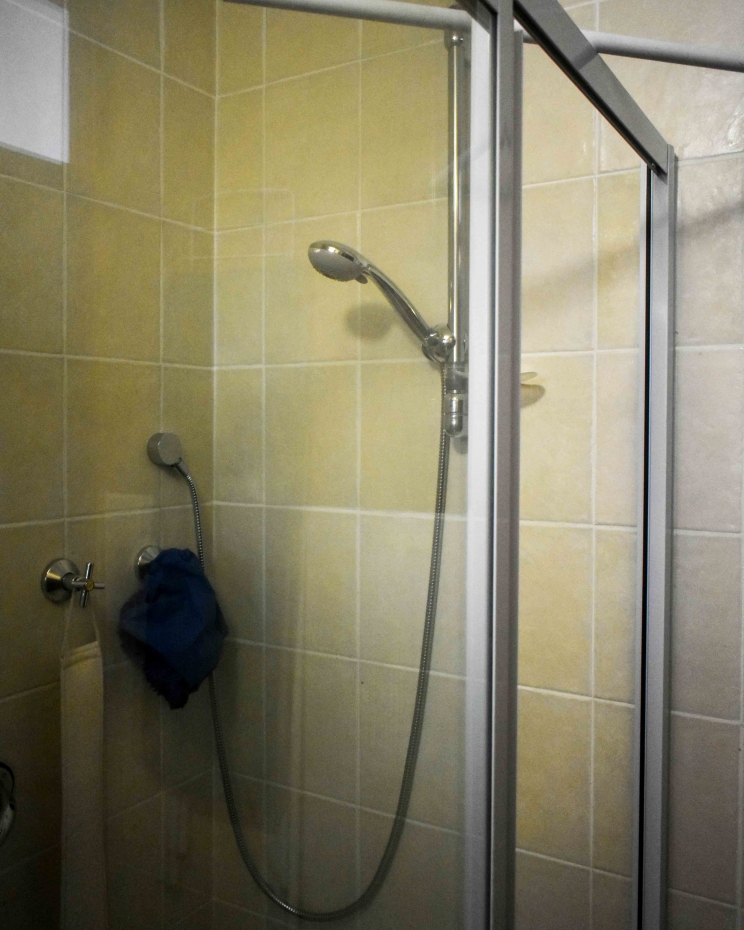 Ametis Bachelors Unit Shower